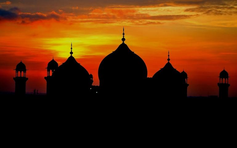 Duration between the Adhan and Iqamah of Maghrib Salah