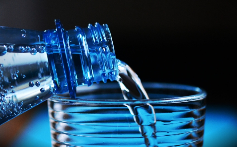 Hadith query: Drinking water on an empty stomach