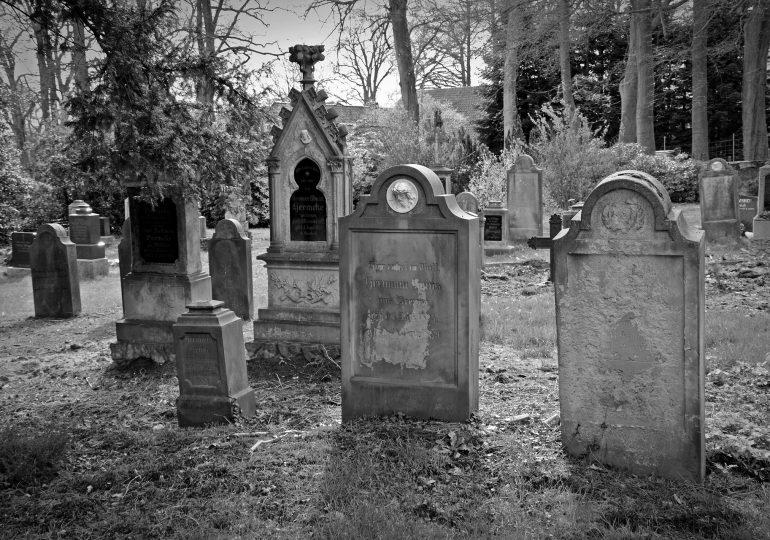 Burial of stillborn baby in mixed graveyard