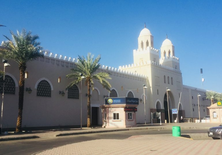 Does menstruating woman need to enter Ihram when returning for Tawaf Ziyarah