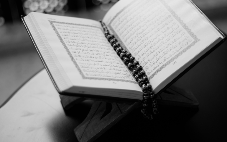 Woman in menses reciting Quran in her mind