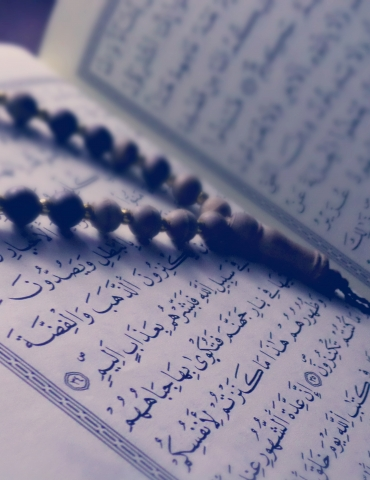 Turning the pages of the Quran with saliva on the finger