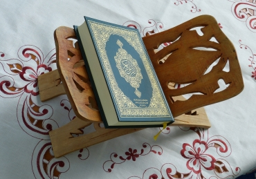 Do 60000 angels pray for the one who completes the Quran?