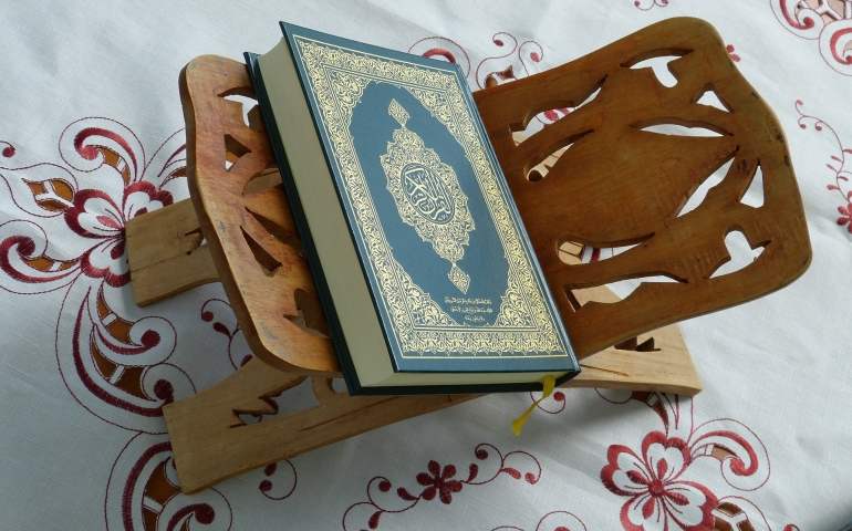 Woman in menses reciting Quran