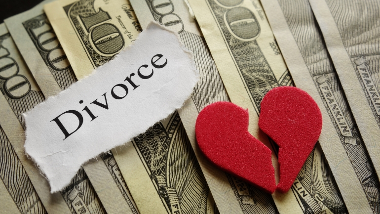 Can a wife give divorce?