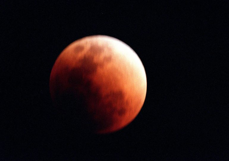 Lunar eclipse becomes invisible due to clouds and continuing Salah until eclipse ends