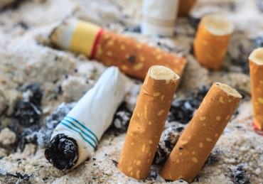 Does smoking cigarettes necessitate Kaffarah?