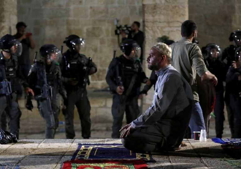Poem on the Palestinian Hero praying surrounded by Israeli soldiers